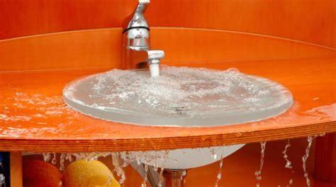 deboucher evier cuisine 2 astuces efficaces pour déboucher un évier naturellement