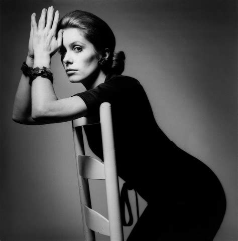 chambre froide fleuriste vintage photography catherine deneuve for vogue by