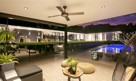 Australia's Glasshouse Blends Minimalism With A Tropical Resort-like Twist