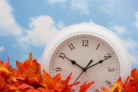 sun nov   dst ends  clocks    hour