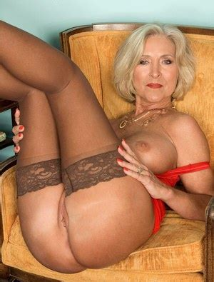 Hot Mature Milfs And Sexy Naked Moms