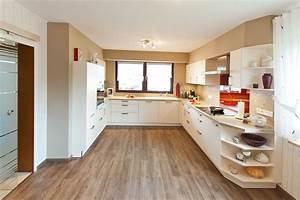 Küche Weiss Modern : klassik k che h cker wei modern mit holzoptik und roter glasr ckwand k chenhaus thiemann ~ Sanjose-hotels-ca.com Haus und Dekorationen