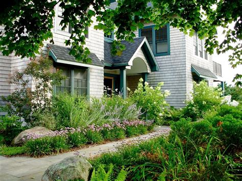The Front Yard : Lush Landscaping Ideas For Your Front Yard
