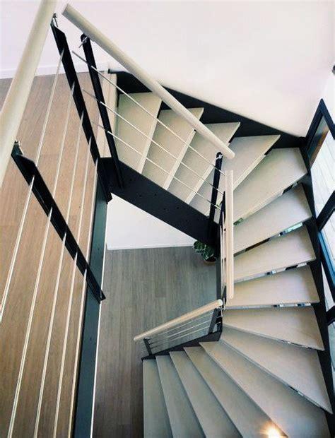 escalier  limon thermolaque noir idee decoration ce