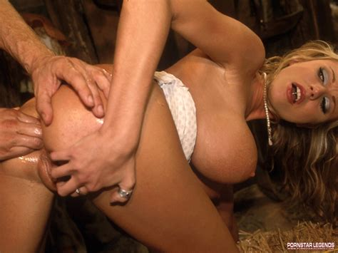 Briana Banks Sucks A Hard Cock And Gets Nailed Pichunter