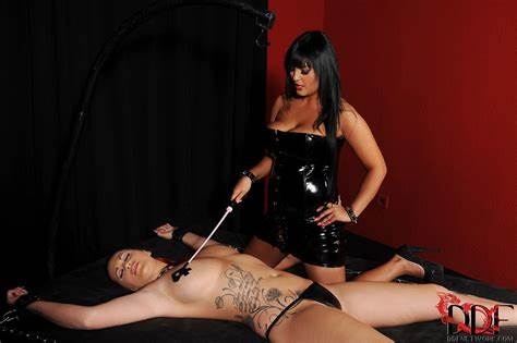 Jasmine Negro And Paige Delight Jasmine Blacks Pleasures Paige Delight With A Awesome Whipping