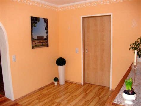 Erstaunlich Wohnzimmer Tapezieren Ideen Wandfarbe Apricot Design Farbgestaltung Zum Erstaunlich