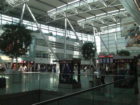 """Dusseldorf airport, also known as düsseldorf international airport (iata: Bild """"Terminal"""" zu Flughafen Düsseldorf (DUS) in Düsseldorf"""