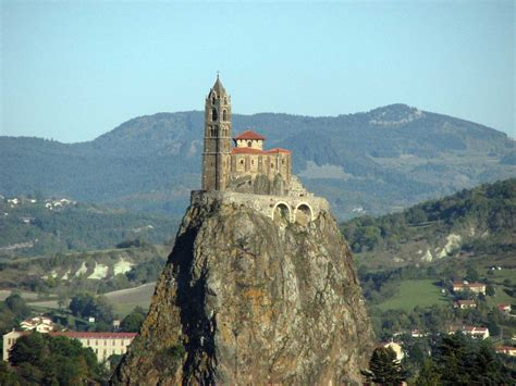 le puy en velay a city with many curiosities and a towncenter