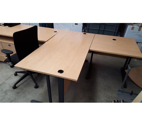 bureau en bois clair avec 2 caissons avec une chaise 224 roulettes faillites info