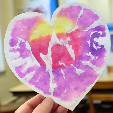 7 and easy s day crafts for preschoolers 630 | Beautiful and colorful valentine art project for preschoolers Heart Prints