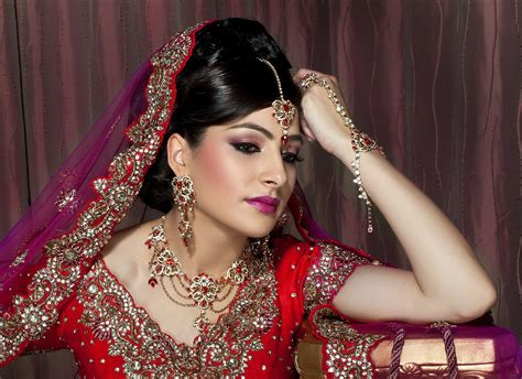 Wedding Accessories For Indian Groom : Indian Bridal Dresses Adding Charm To Your Special Day
