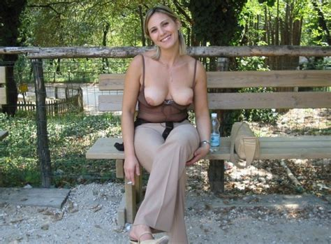 Smoking Milf S Boobs At The Zoo Private Milf Pics