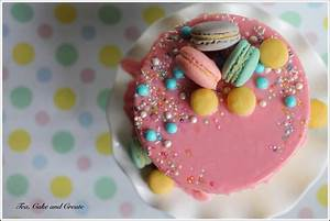 Tea, Cake & Create: Drip Cake with Macarons