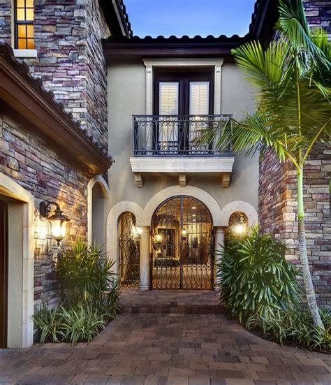 casoria house plan home courtyards  courtyard entry