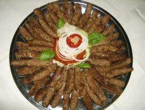 cuisine bosniaque recette cevapcici cevapi rouleaux de viande hachée épicée