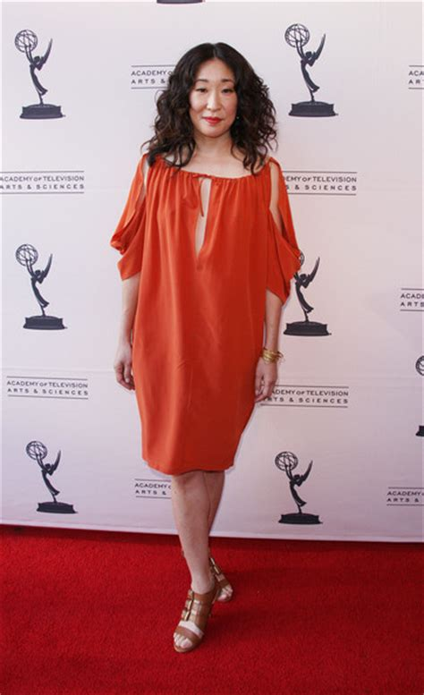 sandra oh england sandra oh in some ugly brown shoes
