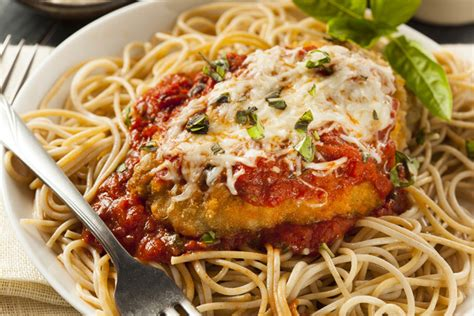 An easy chicken recipe for dinner with just a few ingredients? Chicken Parmesan and Spaghetti Marinara