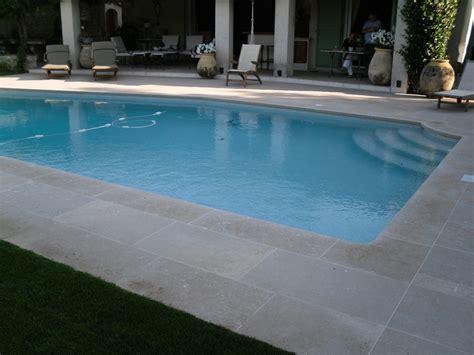 renovation carrelage sol cuisine rénovation terrasse autour de piscine à carrelage