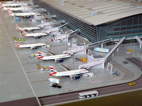 041400 Lhr 't5a Jetbridges'  No Point Airport Diorama