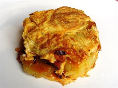 cuisiner cepes omelette aux pommes de terre oignon et chorizo la tendresse en cuisine