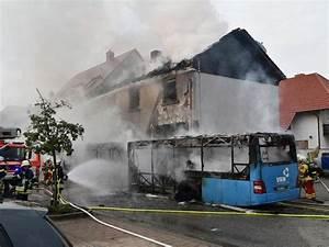 Artikel Von Haus : technischer defekt flammen von linienbus setzen haus in ~ Lizthompson.info Haus und Dekorationen