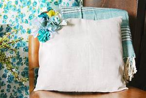 diy embellished fabric flower pillow With best pillow material