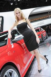 Detroit Auto Show Girls