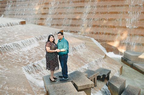 gaby mando engagement session fort worth water gardens