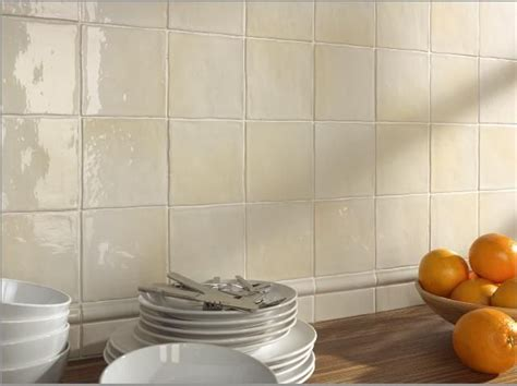 carrelage mural cuisine belgique carrelage sol et mur mural manises hueso brillo 13x13 cm carrelage mural fa 239 ence au bords