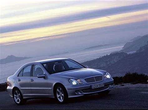 What engine is in mercedes benz w204 class c 220 cdi? Mercedes-Benz C220 CDI Avantgarde (2004) - picture 5 of 58