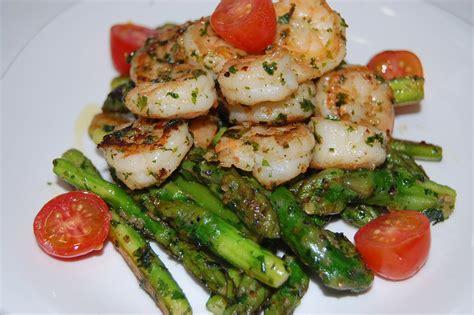recettes de saut 233 de crevettes par toimoietcuisine saut 233 de crevettes et asperges ail persil