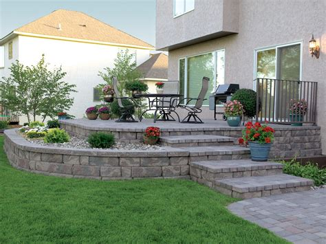 pictures of raised patios a raised patio featuring the highland stone retaining wall