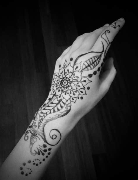 sharpie flower tattoo | Tumblr