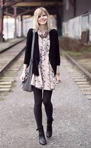 Kleid Stiefeletten Kombinieren : lila kleid mit schwarzer strumpfhose trendige kleider f r die saison 2018 ~ Frokenaadalensverden.com Haus und Dekorationen