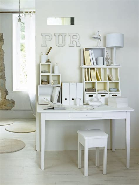 bureau simple blanc un bureau aux rangements tout blancs