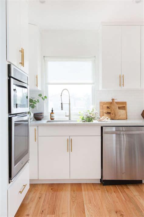 white kitchen floors 25 best ideas about oak floors on floor 1365