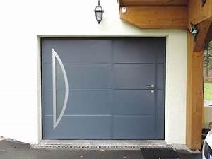Porte de garage sectionnelle avec porte d entree pvc for Porte de garage coulissante jumelé avec porte blindée bois