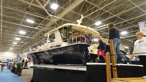 Boat Show Milwaukee by Inside A 1 Million Yacht At The Milwaukee Boat Show