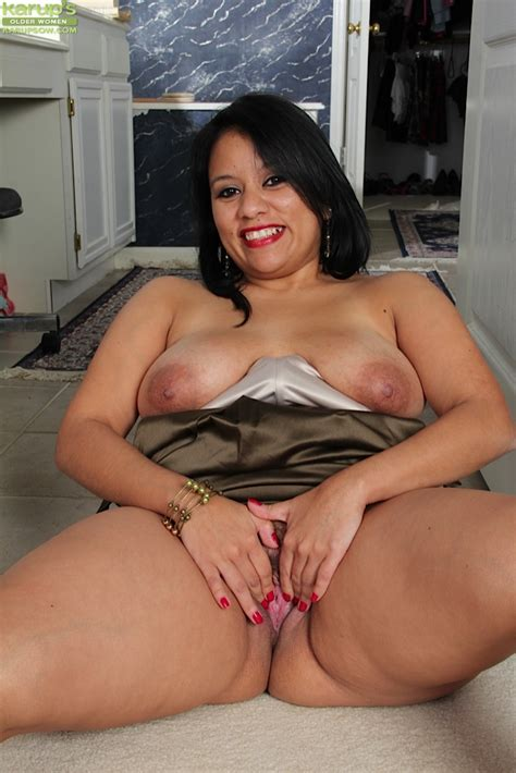 thick bbw lucey perez spreads her beefy pussy and unveils saggy boobs