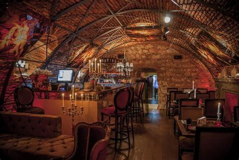 Restaurants Near Bistro De L'arte In Brasov, Romania