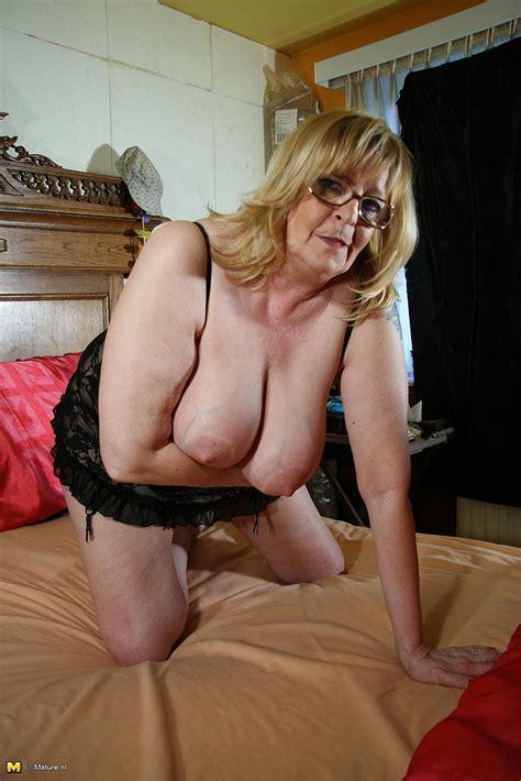 plump blonde mature pleasure her puffy hole photos romana e vicky t moms archive