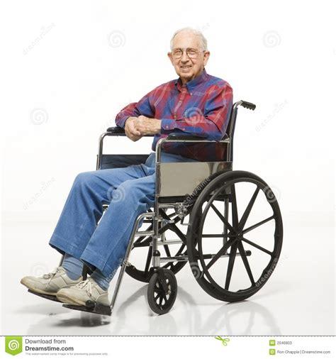 Acquisto Sedia A Rotelle - uomo anziano in sedia a rotelle immagine stock immagine
