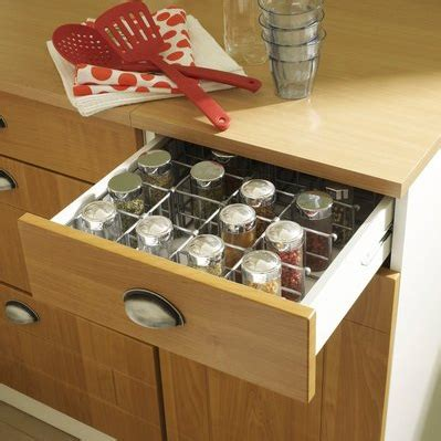 tiroir pour cuisine rangement tiroirs cuisine cuisine en bois avec plein de