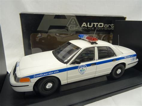 1 18 police car with autoart scale 1 18 ford crown victoria police car