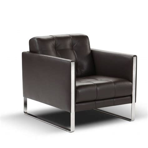 the leather juliet chair by calia italia mimics the