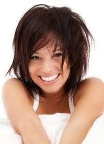 modã le coupe de cheveux femme cette femme à l 39 air espiègle porte une coiffure qui convient magnifiquement bien à sa