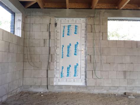 Die Haus Und Nebeneingangstüren Sind Eingebaut