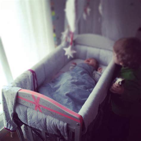 quand faire dormir bébé dans sa chambre notre expérience du cododo les vies d 39 amélie