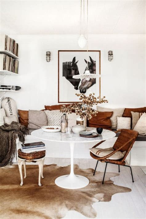 Cowhide Rug Decor by 239 Best Images About Cowhide Rugs In Rooms On